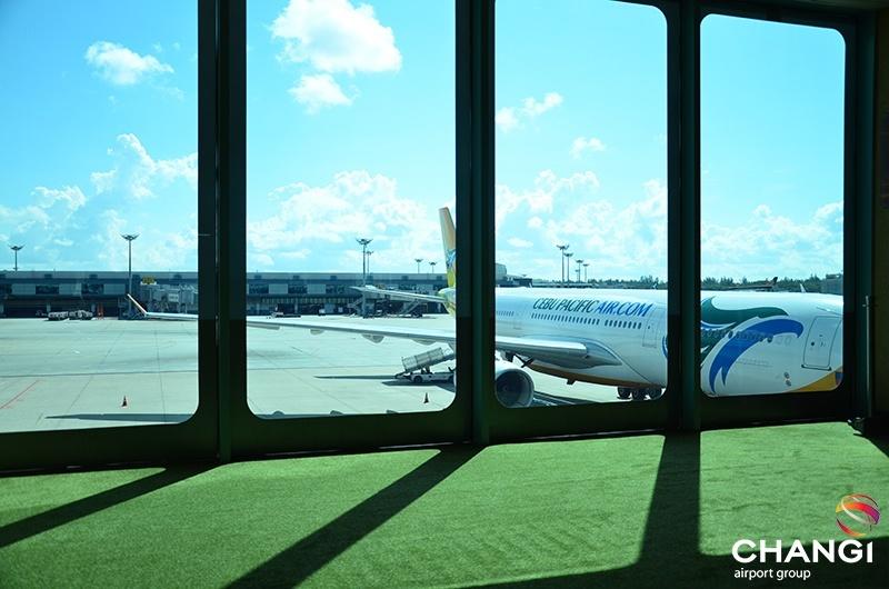 Airside Views Airside - Gatehold Room